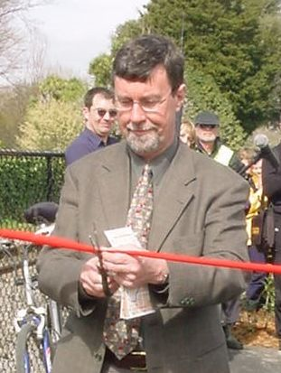Mayor Garry Moore cutting a ribbon
