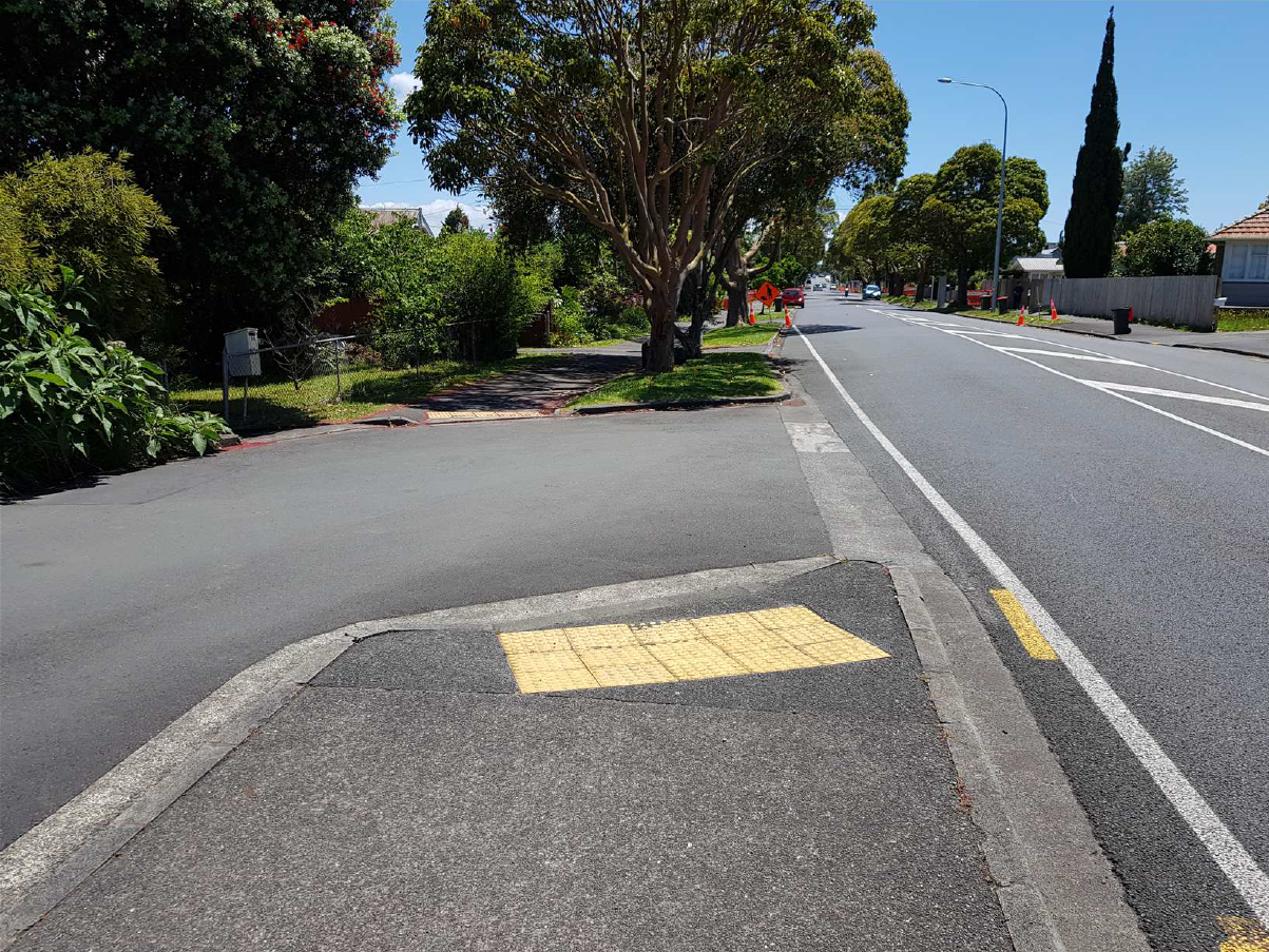 Shared path crossing
