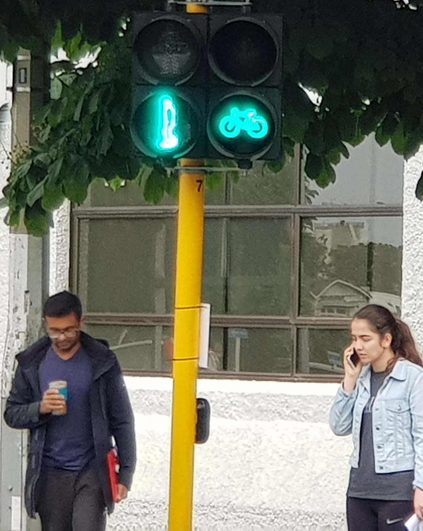 Close-up of 2-aspect cycle signals
